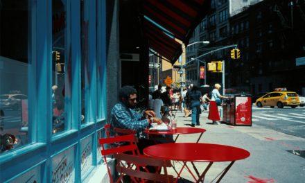 Neon Cola. Fotograful colorist în 'perioada albastră'