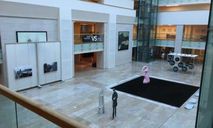 """17 artiști ne dau de gândit în germană la expoziția: """"Was Jetzt?""""găzduită de Biblioteca Națională a României"""