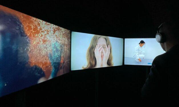 VIDEO+RADIO+LIVE. Expoziția hibrid, care reunește 6 galerii la Bienala Art Encounters